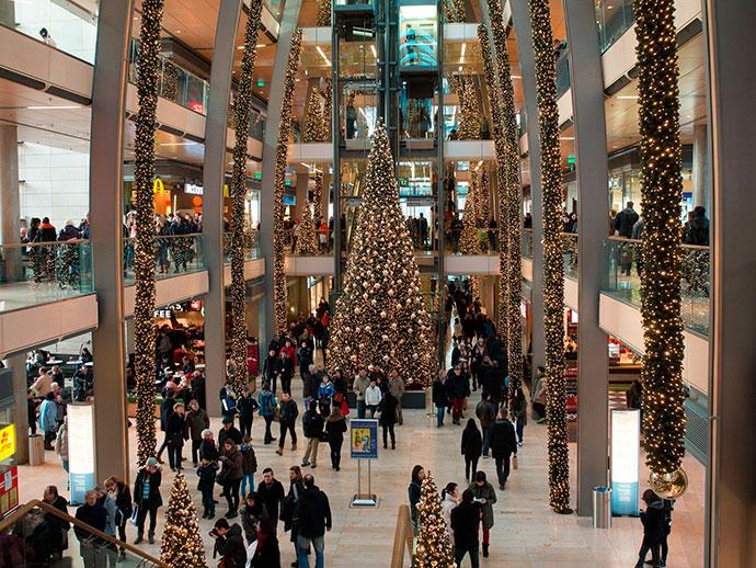 Un 38 % de españoles piensa gastar menos en sus compras de Navidad
