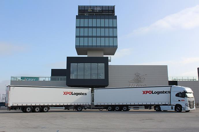 XPO Logistics presenta el dúotrailer que utilizará en su ruta Madrid-Barcelona