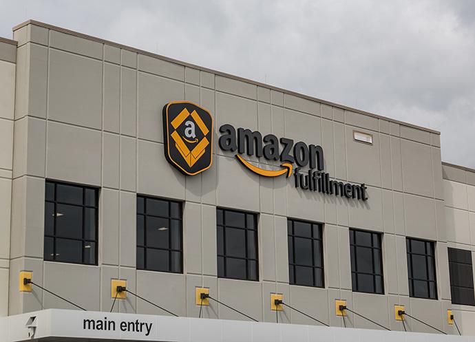 Amazon, en verde. Los ingresos escalan a doble dígito