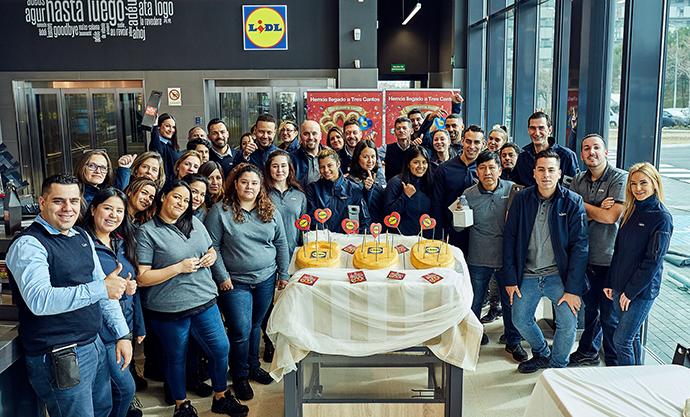 Con más de 200 profesionales al frente de las tiendas, la enseña alemana ha invertido en esta operación 40 millones de euros.