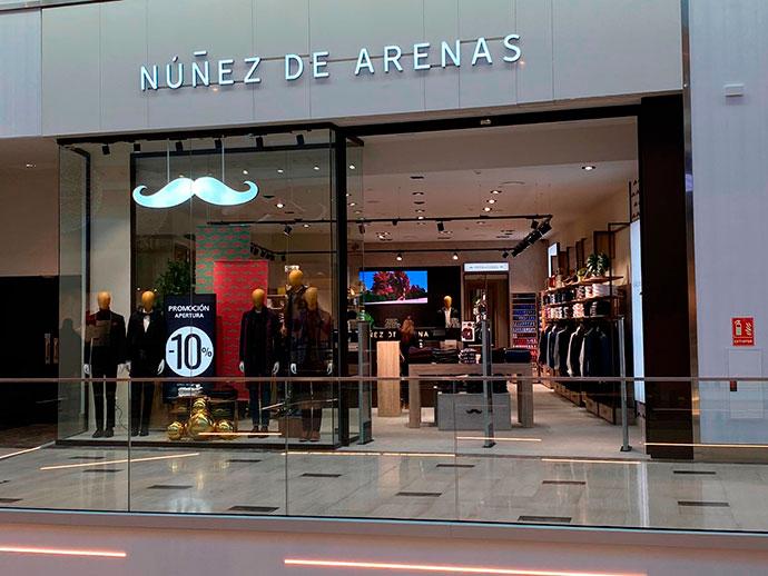 """Núñez de Arenas, la """"firma del bigote"""", estrena tienda en Tres Aguas"""