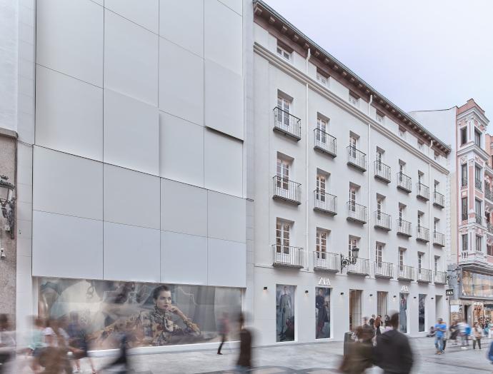 el ERTE no afectará a Los trabajadores de la red logística, fábricas y servicios centrales del grupo Inditex no se verán afectados. Foto: Tienda Zara, en calle Preciados (Madrid).