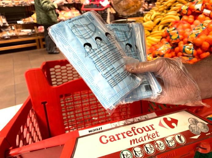 Carrefour ha comenzado a ofrecer a sus consumidores cubre mascarillas de tela españolas 100% algodón
