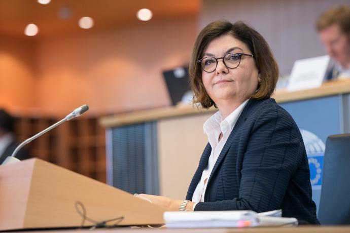 Adina Valean, comisaria de transporte, recuerda en una carta las medidas tomadas en la Comisión para asegurar el flujo de mercancías
