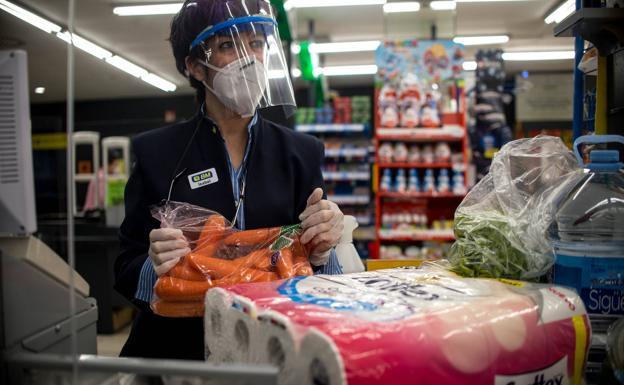 OCU no detecta coronavirus en los envases de alimentos de los supermercados