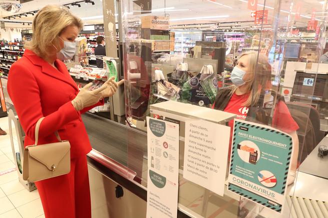 Matilde de Bélgica en la caja de un supermercado