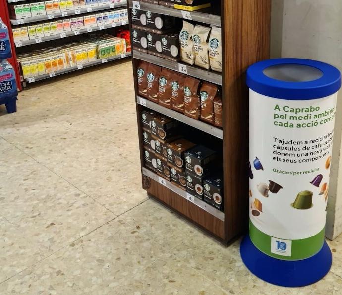 Caprabo instala contenedores para reciclar cápsulas de café usadas