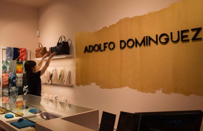 Adolfo Domínguez, en pérdidas, acelera en ecommerce