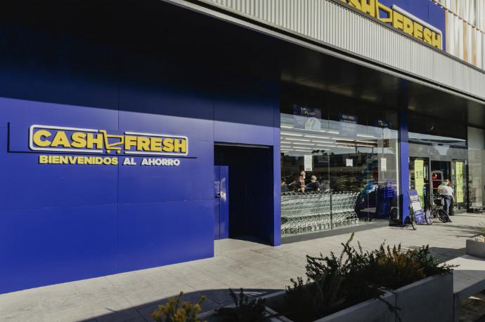 Imagen de la entrada del nuevo Cash Fresh, del Grupo MAS, en el Centro Comercial Way de Dos Hermanas (Sevilla).
