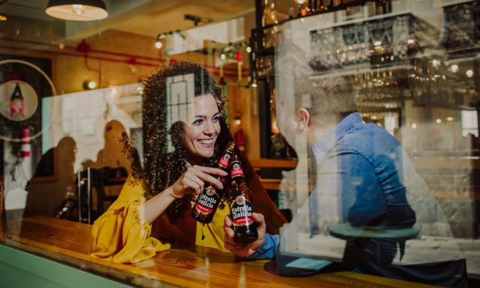 Desde este mes, los clientes de El Corte Inglés ya pueden pedir cervezas de Hijos de Rivera, en sus canales de hostelería.