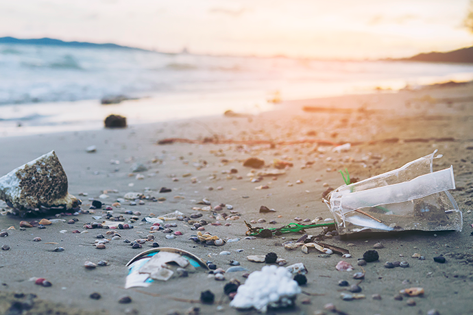 En el pilar de los océanos, el primer eje de atención es la eliminación del plástico problemático e innecesario en los envases.