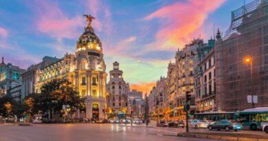 Madrid frena la caída del consumo y de afluencias