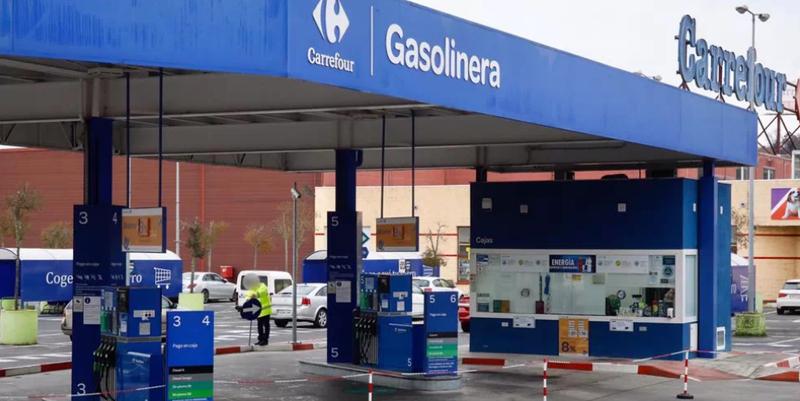 El centro comercial Carrefour de Lugo obligado a cerrar su gasolinera