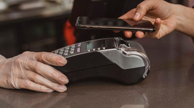 La pandemia incentiva el pago móvil. Casi 7 de cada 10 lo usa más