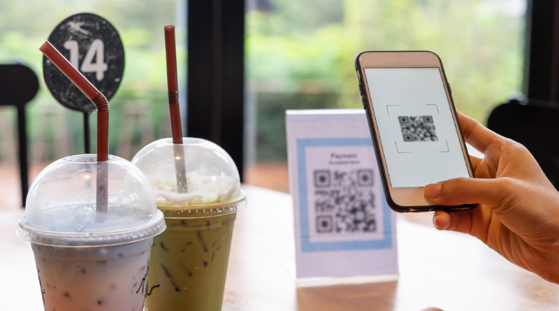 Un código QR en la mesa de una cafetería