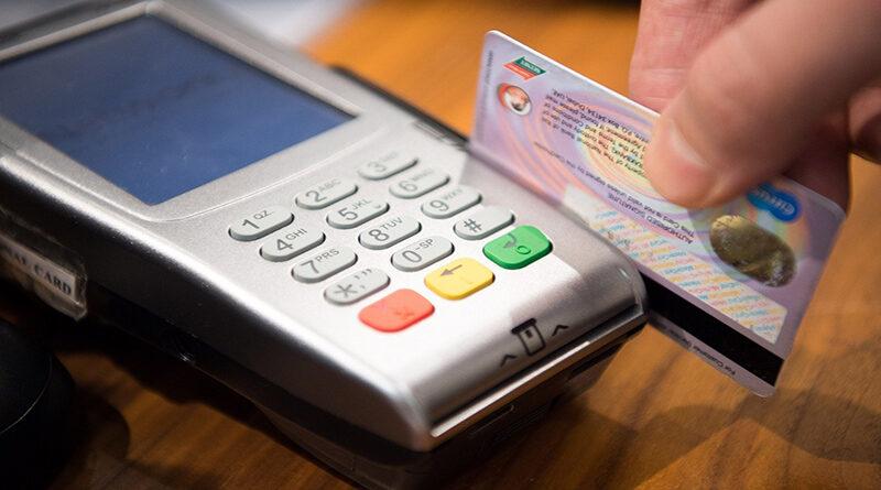 Un error de MasterCard duplica el cobro a clientes en algunos  supermercados
