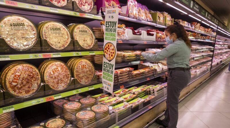 Los supermercados, apenas referencian los nuevos productos de los fabricantes