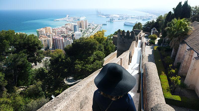 Crecimiento moderado del consumo en Andalucía al depender del turismo